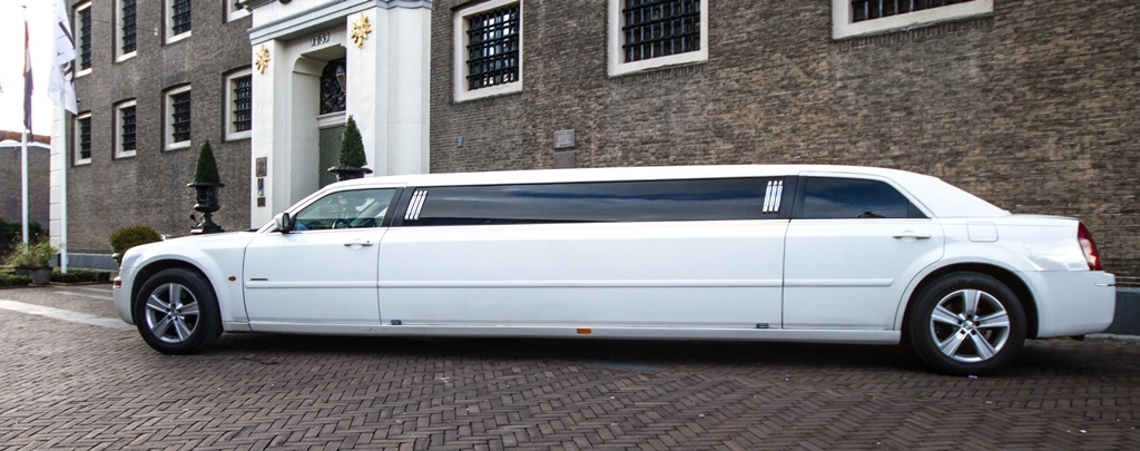 Witte Chrysler 300C Superstretched Limo - 2,5